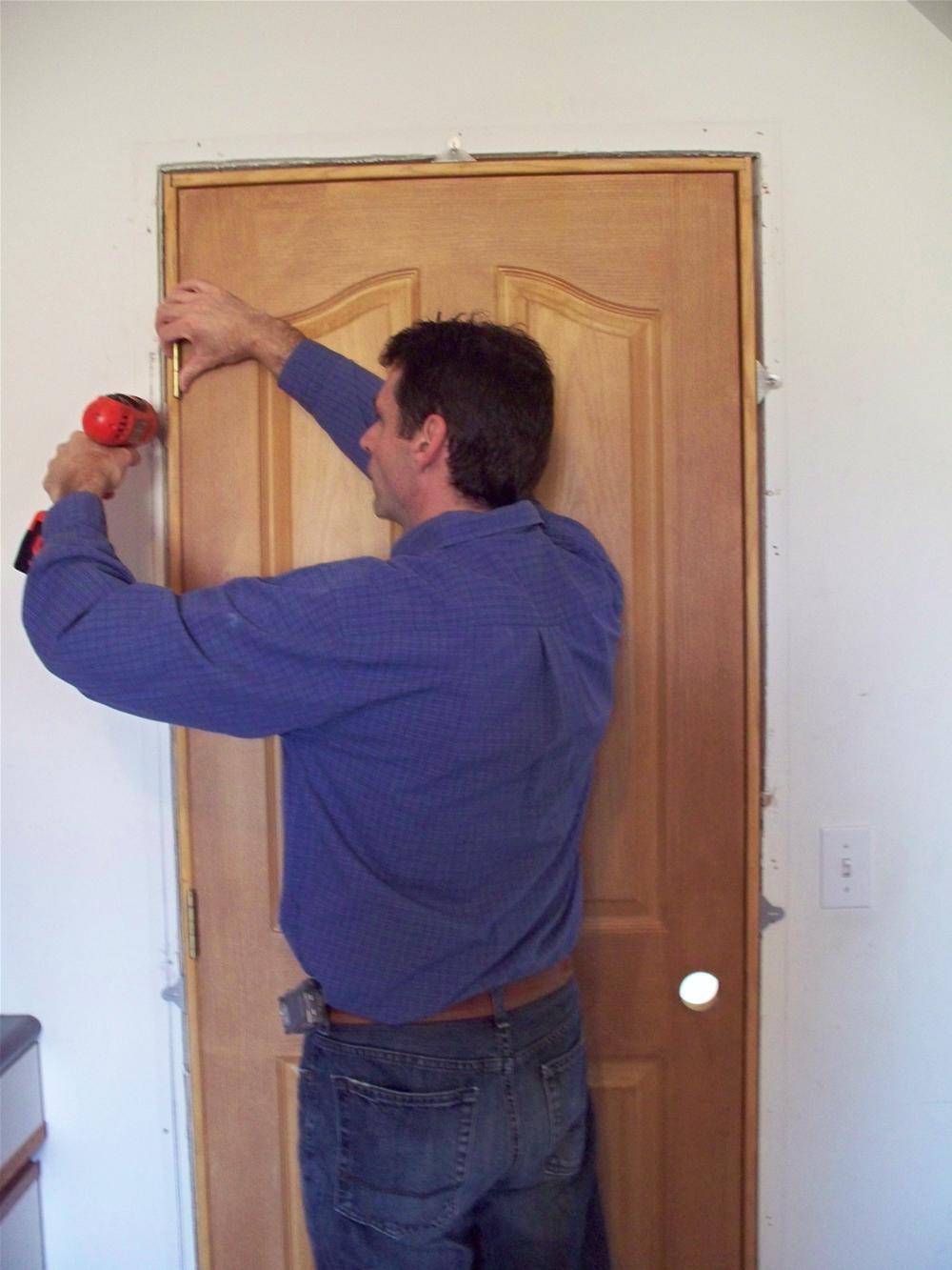 образом, получается, когда ставить входную дверь при ремонте изображение