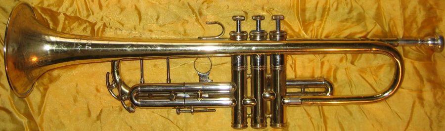 Не дорого купить саксофон можно в комиссионном магазине духовикру бывшие в употреблении от 3500р!