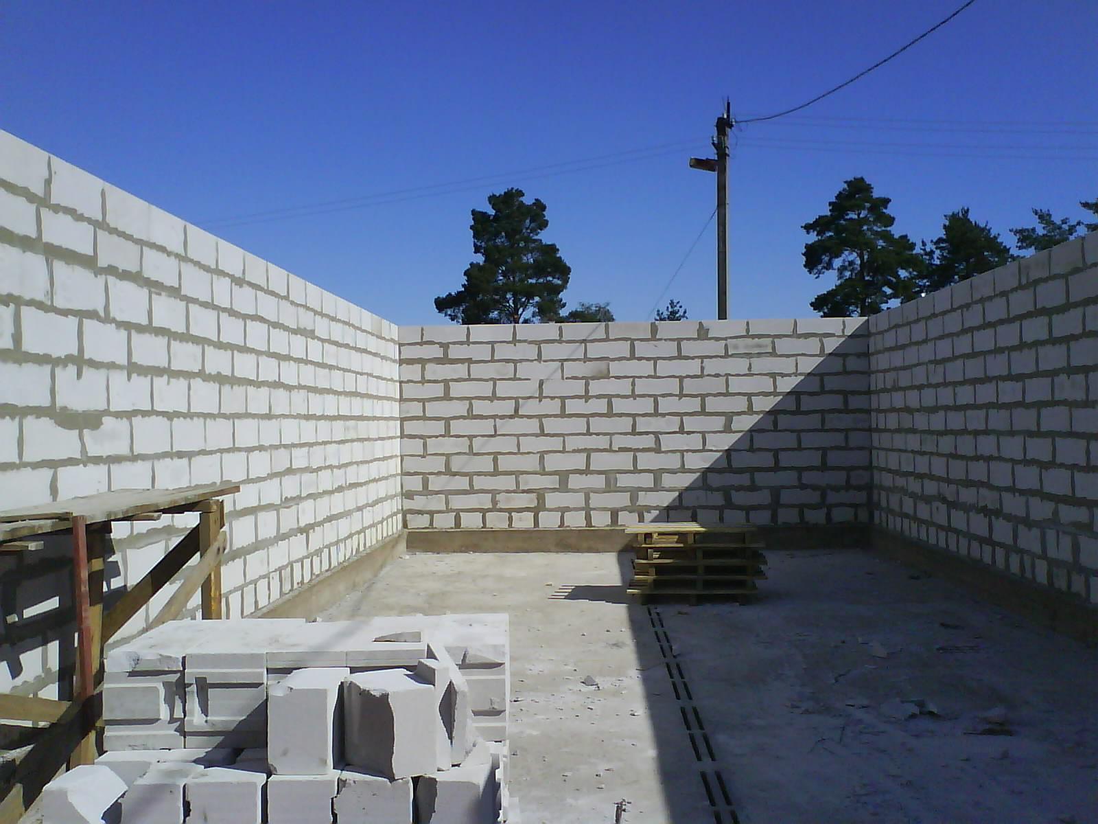 Как построить гараж из пеноблоков Строим из кирпичей