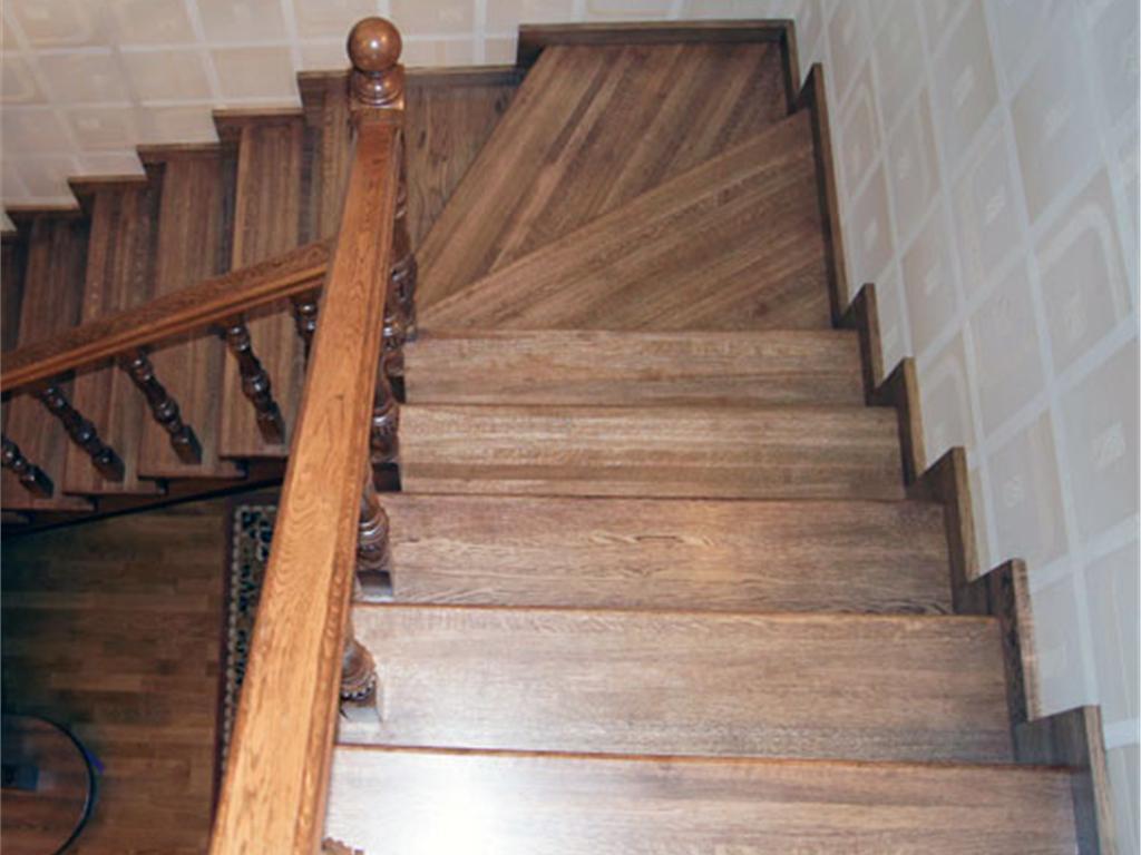 Изготовление деревянных лестниц выгодно